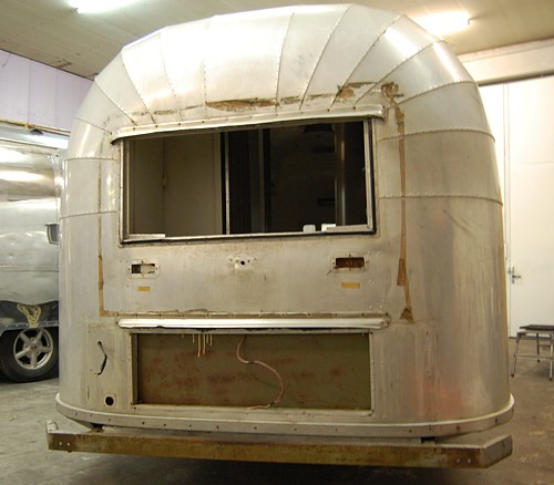 1952_airstream_flying_cloud_22ft_rear.jpg