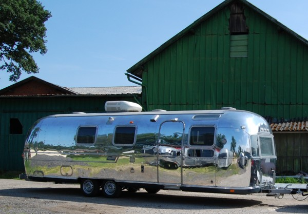 73_AIRSTREAM_make_up_a.jpg