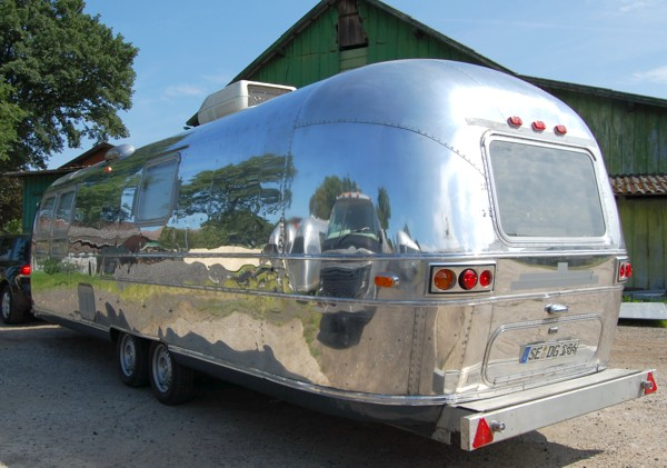 73_AIRSTREAM_make_up_b.jpg