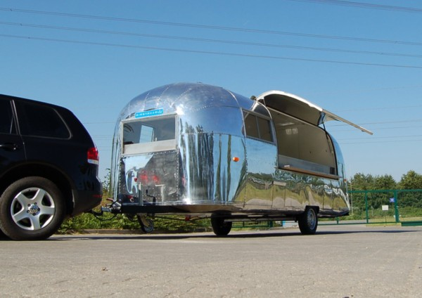 Airstream_Sushi_Bar_GastroTrailer_b.jpg