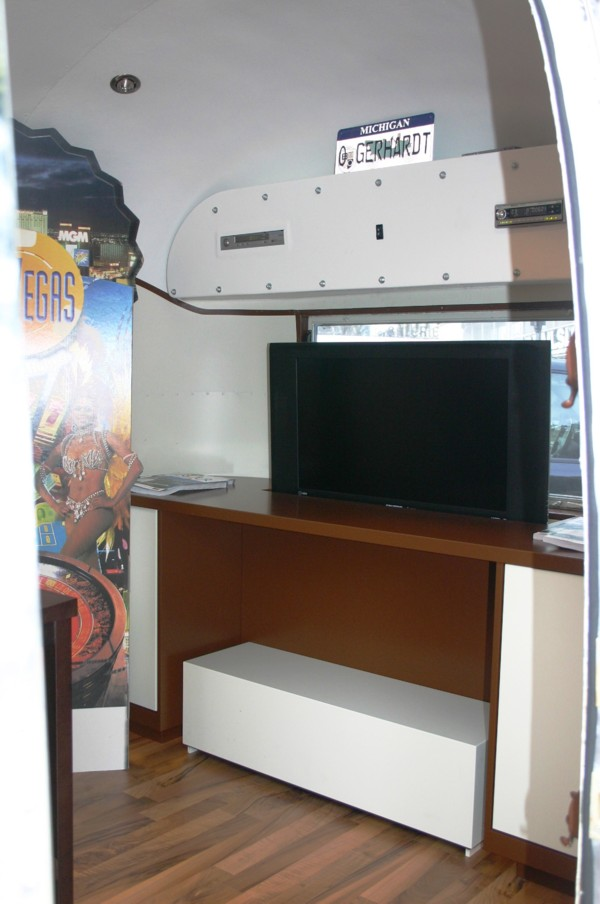 Airstream_Interior_24ft_e.jpg