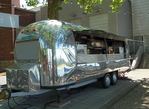 Airstream_Gastro_Trailer_b.jpg