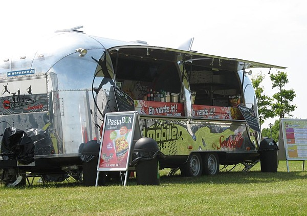 Airstream_Foodmobile_France_a.jpg