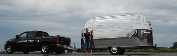 18_airstream_customs_stagemobile_for_rent_40s.jpg