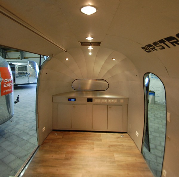 18ft_airstream4u_stagemobile_eventmobile_int_d.jpg