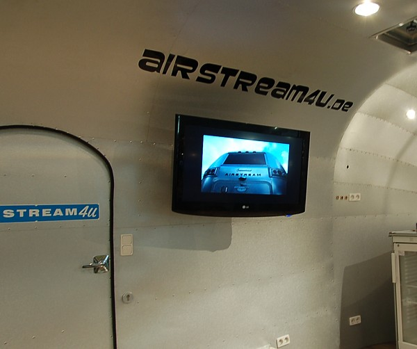 18ft_airstream4u_stagemobile_eventmobile_int_lcd.jpg