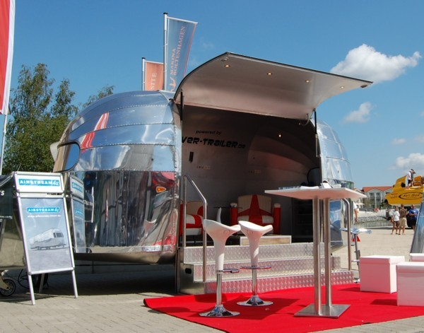 18ft_airstream_customs_stagemobile_4rent_open.jpg