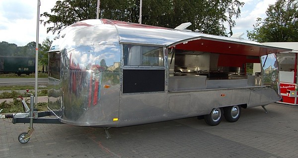 airstream mobile k che catering unit k chenfahrzeug. Black Bedroom Furniture Sets. Home Design Ideas