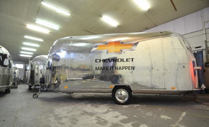 ...........iaa_chevrolet_vorbeitung_messestand_by_airstream_4u.jpg