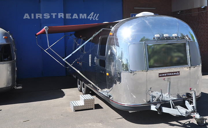 Airstream4u_Silver_Lounge_Mobile_Bug.jpg