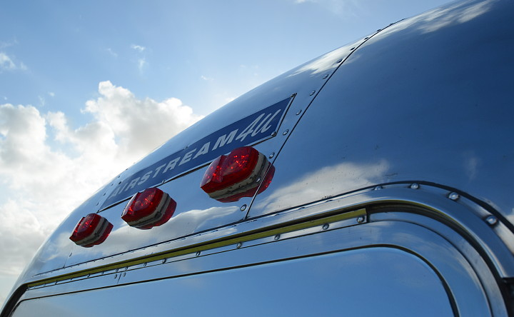 ....airstream4u_rear_sign.jpg