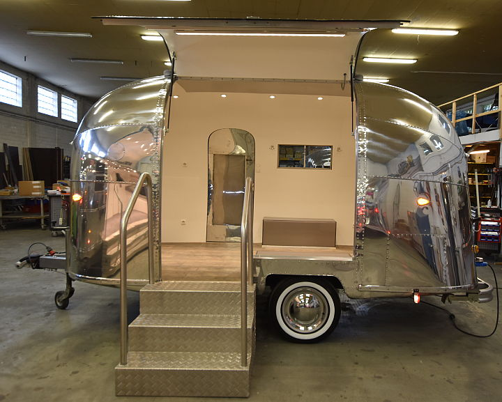 Airstream4u_bubble_event_lifestyle_mobile_stage.jpg