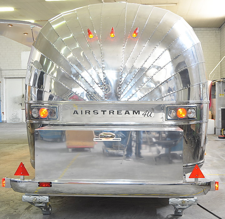 10_M_Airstream_Foodmobile_Food_Station.jpg