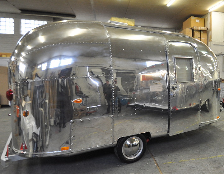 Airstream63_ONE_restored_polished_b.jpg