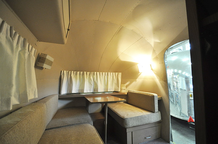 Airstream63_ONE_restored_polished_c.jpg