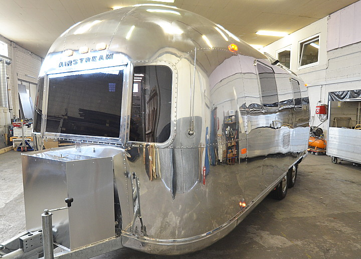 23_Foot_Airstream_Sarari_1971_Custom1.jpg