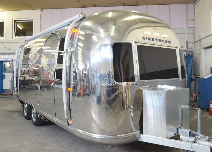 23_Foot_Airstream_Sarari_1971_Custom2.jpg