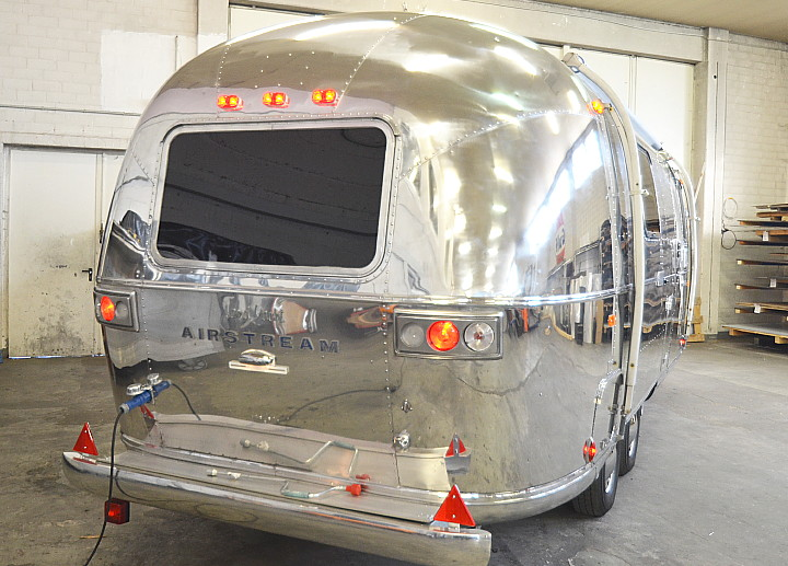 23_Foot_Airstream_Sarari_1971_Custom3.jpg