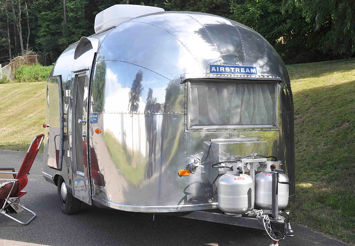 airstream_vintage_bambi_front.jpg
