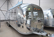 ausgabefahrzeug airstream zum mieten oder kaufen bakery shop vending trailer 4rent 4sale. Black Bedroom Furniture Sets. Home Design Ideas