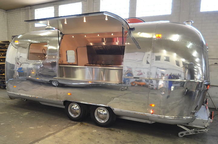 airstream4u_custom_made_mobile_kitchen_for_belgium.jpg