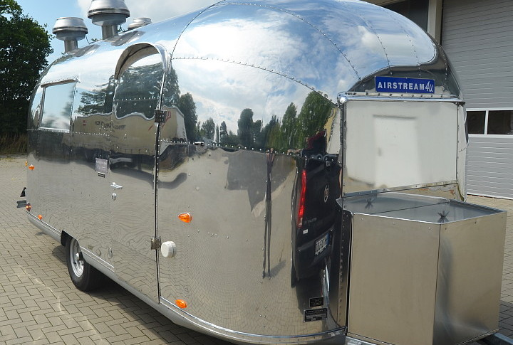 airstream4u_custom_gastrotrailer_.jpg