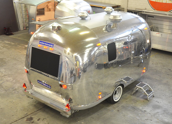 custom_airstream_uae_catering.jpg