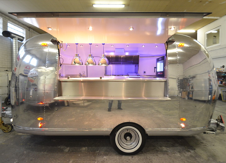 custom_airstream_uae_catering_a.jpg