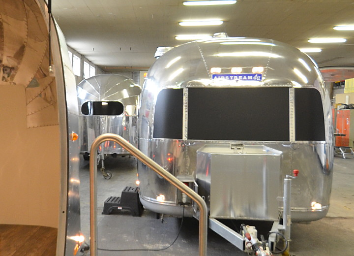 custom_airstream_uae_catering_b.jpg