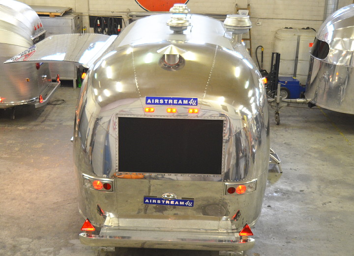 custom_airstream_uae_catering_c.jpg
