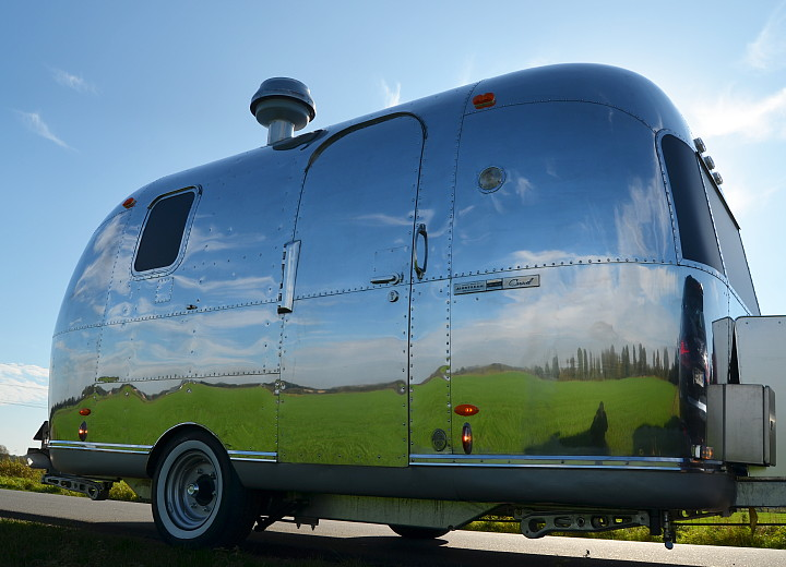 sunshine_airstream_caravel_1969.jpg