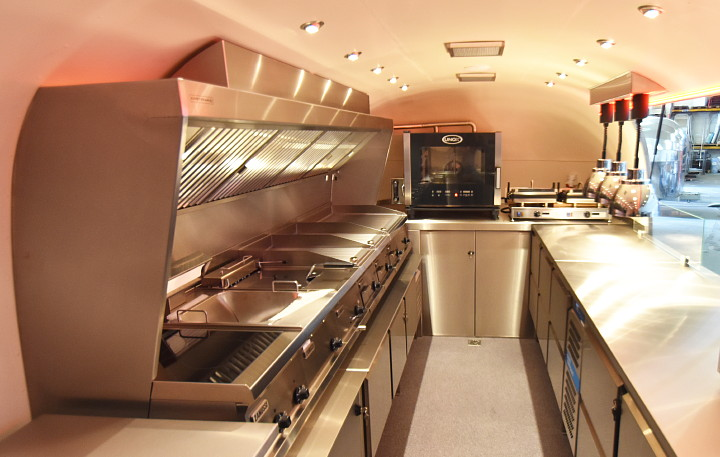 airstream4u_dxb_lunch_mobil_interieur1.jpg