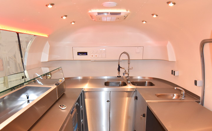 airstream4u_dxb_lunch_mobil_interieur4.jpg