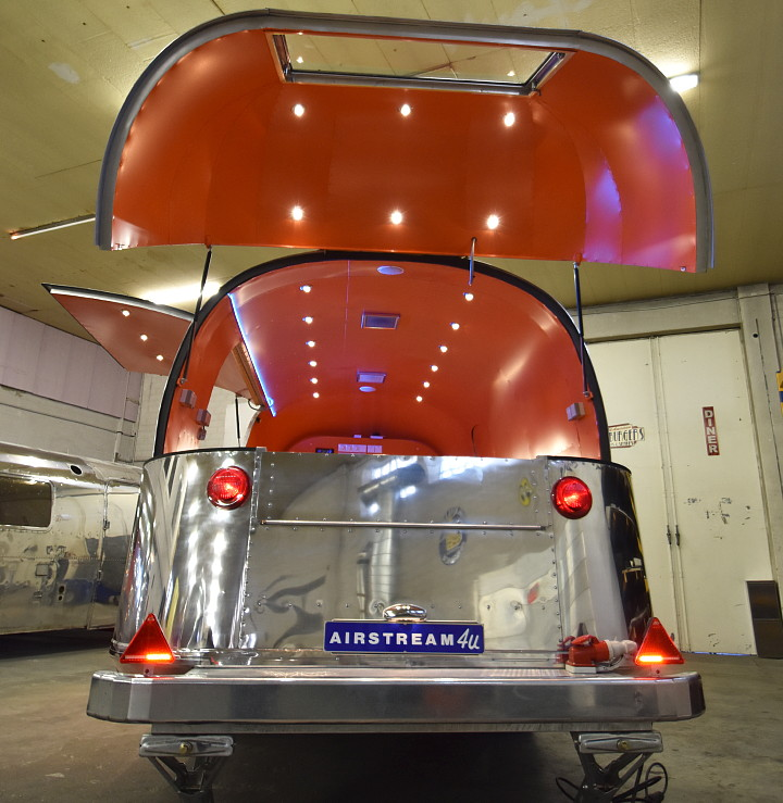custom_airstream_catering_for_italia_b.jpg