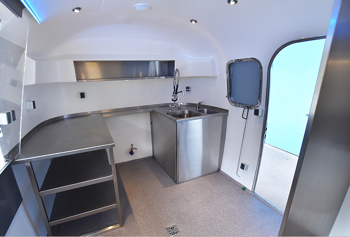 airstream4u_stainless_steel_interior.jpg