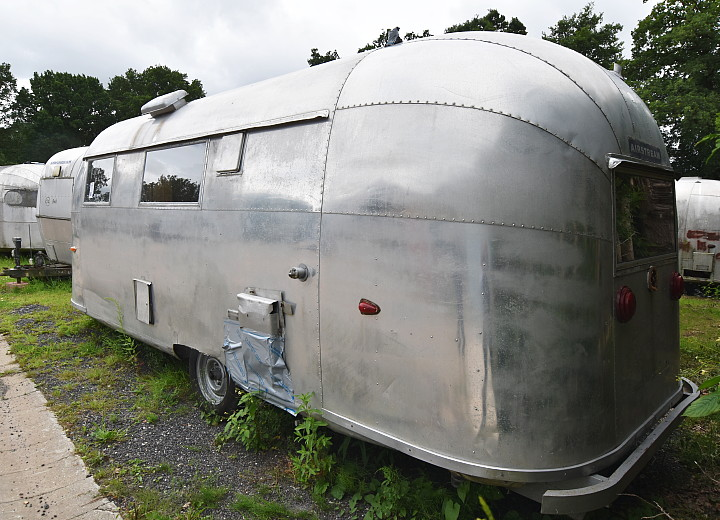 1960_airstream_space_liner_just_arrived_in_hamburg.jpg