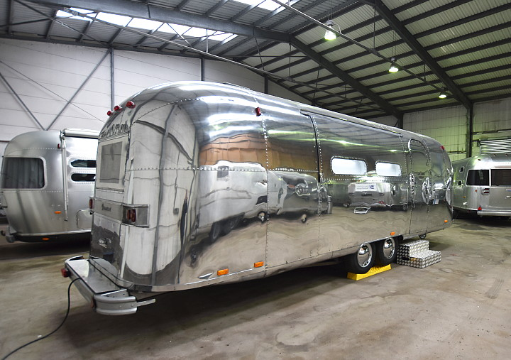 Airstream4u_Promotion_Stage_c.jpg