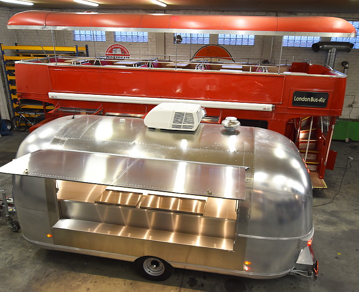 airstream_vintage_silver_trailer_and_london_bus_4u.jpg