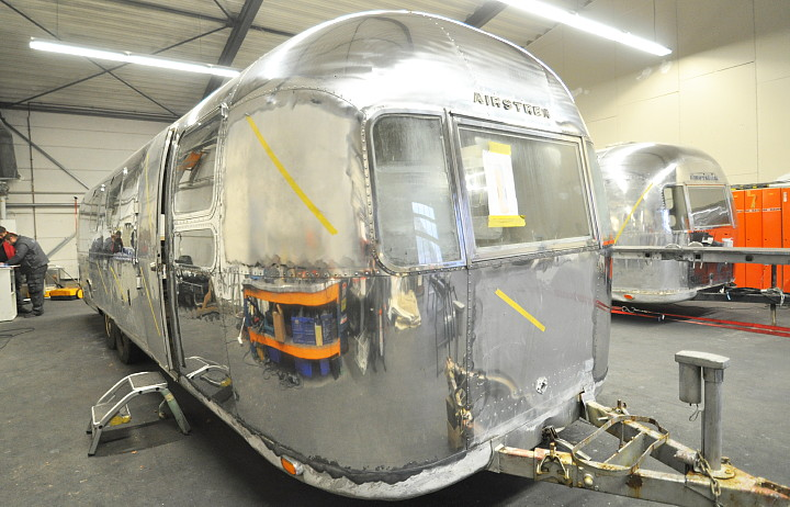 airstream_sovereign_1970s_in_polishing_process.jpg