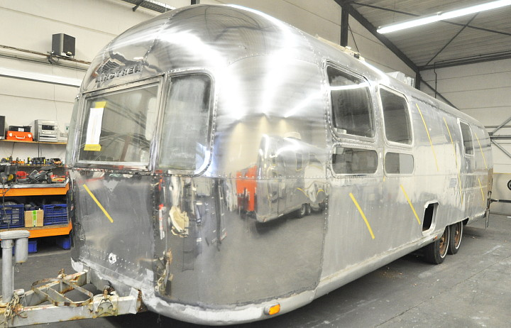 airstream_sovereign_1970s_in_polishing_process_a.jpg