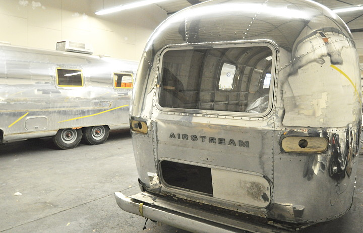 airstream_sovereign_1970s_in_polishing_process_b.jpg