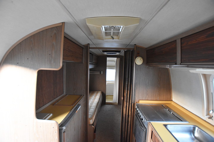 airstream_Safari_1972_interior1.jpg