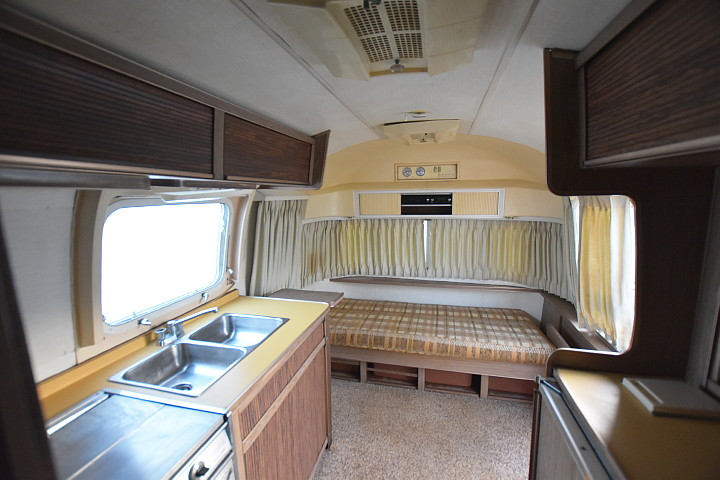 airstream_Safari_1972_interior2.jpg