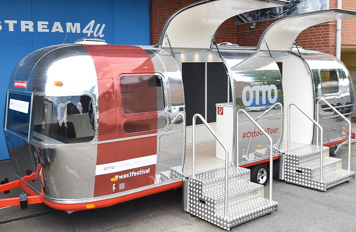 otto_on_tour_festival_trailer_airstream4u_b.jpg