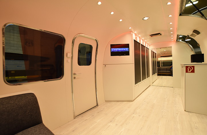otto_on_tour_interior_airstream4u_a.jpg
