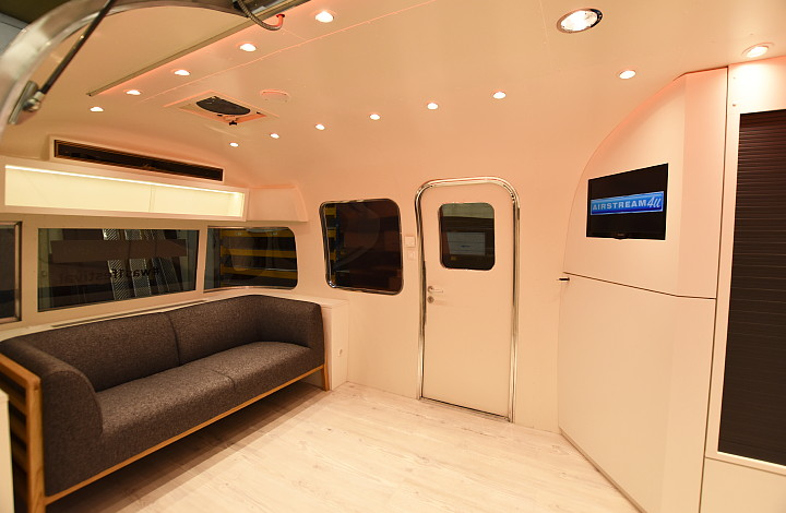 otto_on_tour_interior_airstream4u_b.jpg