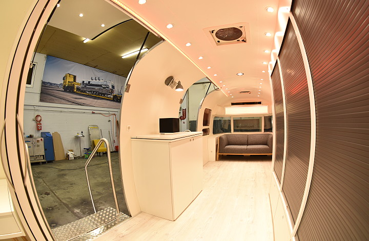 otto_on_tour_interior_airstream4u_c.jpg
