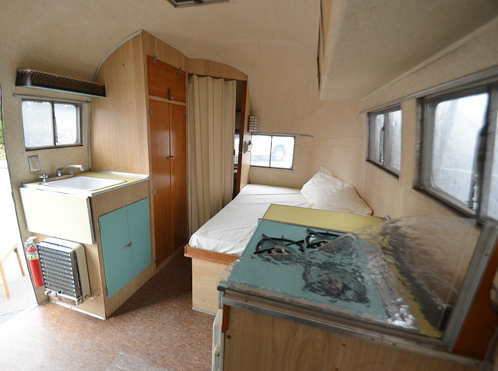 Airstream_Pacer_16ft_1960_interieur1.jpg