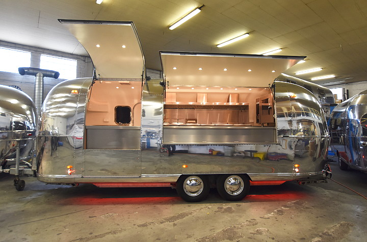 mobile profik che zum mieten premier airstream food truck for rent. Black Bedroom Furniture Sets. Home Design Ideas