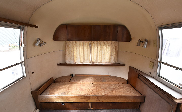 airstream_tradewind_1967_interior2.jpg